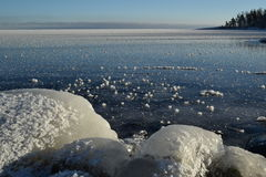 Grandi Laghi il lago Superiore congelato rocce coperte di ghiaccio Fotografia Stock