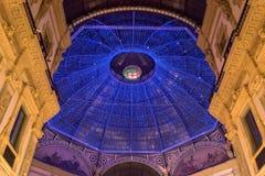 Grandi luci di Natale della decorazione nella Milano-galleria Vittorio Emanuele immagini stock libere da diritti