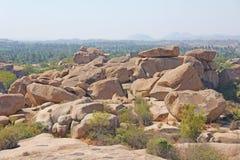Grandi grandi massi delle pietre in Hampi Collina di Hemakuta Il Karnataka, I fotografia stock libera da diritti