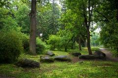 Grandi massi delle pietre, parco Alessandria d'Egitto fotografie stock libere da diritti