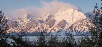Grandi montagne del teton nel alpenglow di mattina Immagini Stock Libere da Diritti