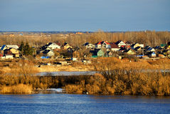 8 grandi nubi blu ENV facile distante dell'aggiunta sistema un villaggio rurale rosso dei cinque della priorità alta di formato d Fotografia Stock