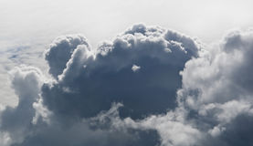 Grandi nubi in cielo dal di cui sopra - cumulo per cielo Fotografie Stock Libere da Diritti