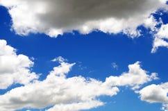 Grandi nuvole bianche e grige Immagini Stock Libere da Diritti