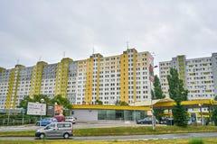 Grandi palazzine di appartamenti brutte in Eurpoe orientale immagini stock