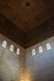 Grandi parete e soffitto in palazzo musulmano Fotografia Stock