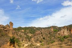 Grandi piedistalli del brownstone e colonne nell'area naturale unica di Los Estoraques, Playa De Belen, Colombia immagini stock