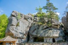 Grandi pietre alte Skeli Dovbusha, Ucraina fotografia stock