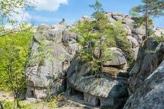 Grandi pietre alte Skeli Dovbusha, Ucraina Fotografie Stock