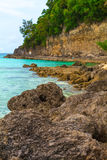Grandi pietre ed isola tropicale verde della roccia, Filippine Boracay i Immagine Stock