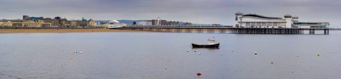 Grandi pilastro e spiaggia ad alta marea, Weston-eccellente-giumenta Immagine Stock Libera da Diritti