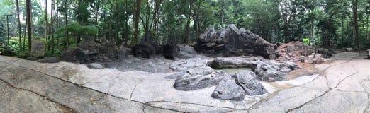 Grandi rocce antiche nere fotografie stock libere da diritti