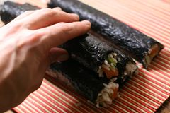 Grandi rulli di sushi immagini stock