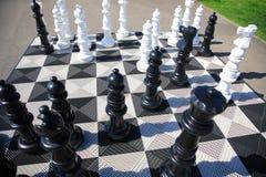 Grandi scacchi del pavimento Fotografie Stock