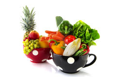 Grandi tazze frutta e verdure Fotografia Stock