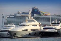 Grandi yacht di lusso, traghetto di crociera del passeggero Fotografie Stock
