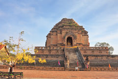 The step pyramid in which is the huge gold Buddha Royalty Free Stock Photos