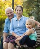 Grandma και grandpa με λίγο grandaughter Στοκ Φωτογραφία