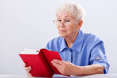 Grandma reading book Royalty Free Stock Image
