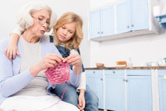 Grandmother and granddaughter knitting Royalty Free Stock Photos