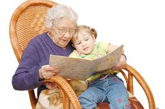 Grandmother reads to the granddaughter Royalty Free Stock Photos