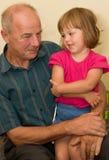 grandpa девушки немногая стоковое фото rf