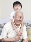 Grandpa и внук стоковые фотографии rf