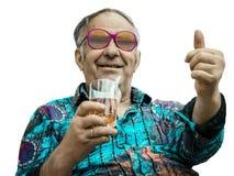 Grandpa показывает большой палец руки вверх на белой предпосылке стоковые изображения
