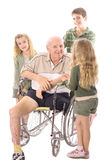 Grandpa que fala com seus netos Imagens de Stock Royalty Free