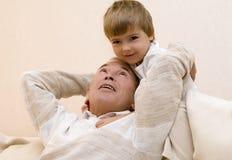 Grandpa y nieto Foto de archivo libre de regalías
