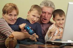 Grandparents play on the computer Royalty Free Stock Photos