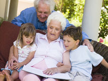 Grandparents reading to grandchildren Royalty Free Stock Image