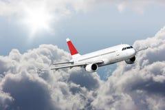 Grands avions de passagers en ciel bleu. Carte postale Image libre de droits