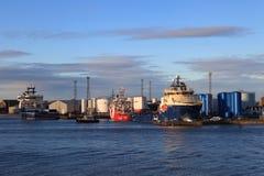 Grands bateaux d'approvisionnement dans le port d'Aberdeen le 27 janvier 2016 Photos stock