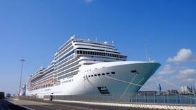 Grands bateaux de croisière dans le port Images libres de droits