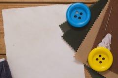 Grands boutons sur le tissu Photo stock