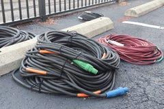 Grands cables électriques lourds images stock