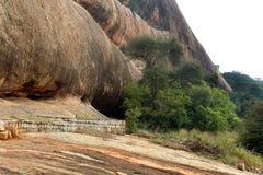 Grands dossiers de colline de texture de complexe sittanavasal de temple de caverne image stock