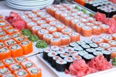 Grands ensembles de sushi Photographie stock libre de droits