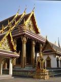 Grands et petits temples fortement détaillés au palais grand Images libres de droits