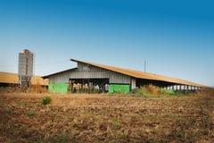 Grands grange et silo de ferme photographie stock