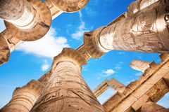 Grands Hall et nuages hypostyles aux temples de Karnak Image stock