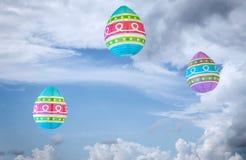 Grands lampions colorés flottant dans le ciel bleu Images libres de droits