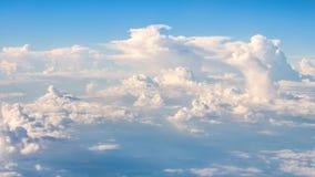 Grands nuages superbes sur le ciel Photos libres de droits