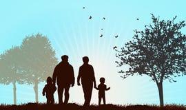 Grands-parents marchant avec des enfants Photographie stock libre de droits