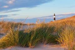 Grands phare de point de sable et herbe de dune Images stock