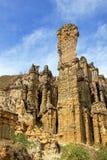 Grands piédestaux de maison de grès et colonnes dans la région naturelle unique de visibilité directe Estoraques, Playa De Belen, photos stock