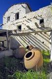Grands pots antiques dans les montagnes de la Chypre Photos stock
