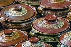 Grands pots en céramique, Roumain traditionnel 1 Photographie stock libre de droits