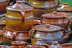 Grands pots en céramique, Roumain traditionnel 2 Photos libres de droits